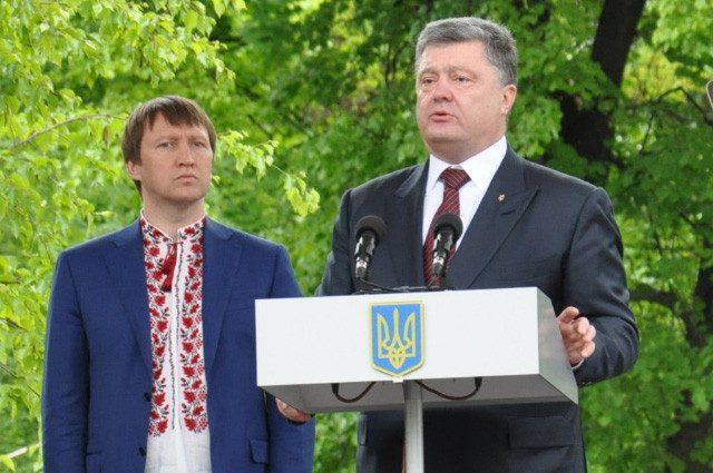 «Попробовал что-то сказать, но …» Во время выступления Порошенко снова произошел курьезный случай
