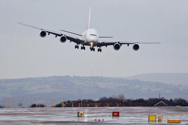 «На борту находился 71 человек»: Самолет с горящим двигателем совершил аварийную посадку