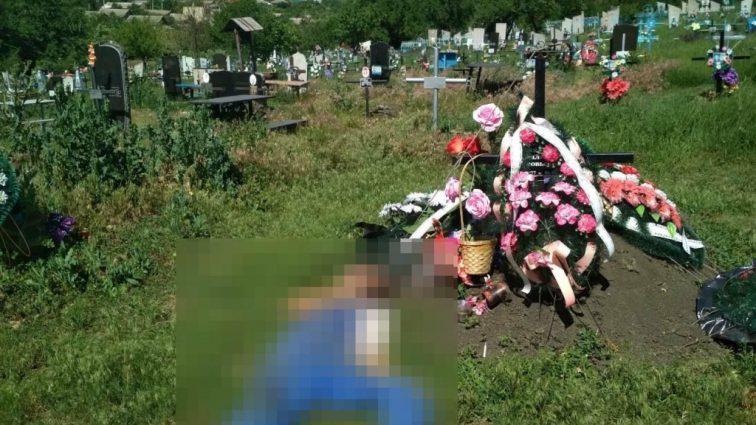 «Не говоря ни слова, ушел»: Вдовец повесился на могильном кресте своей жены