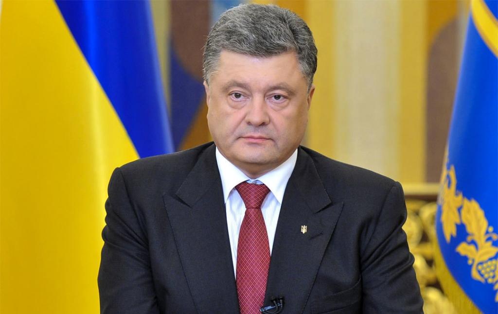 «Петр Алексеевич, а где вы лежите на этом фото?»: Известный журналист высмеял Порошенко в Сети
