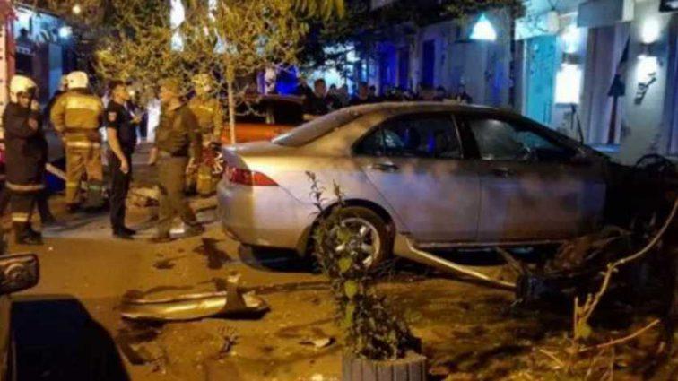 В Одессе взорвали автомобиль известного бизнесмена: Мужчина получил серьезные ранения