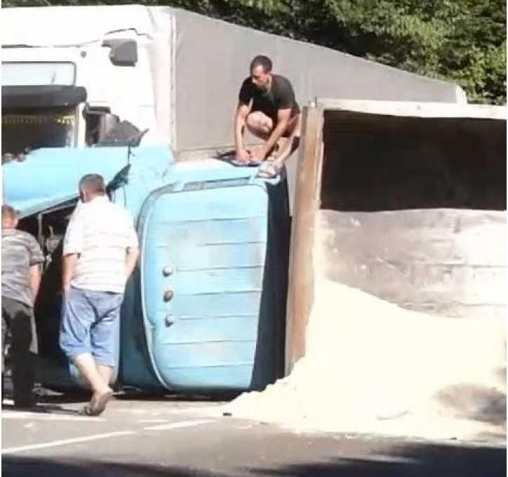 Рейсовый автобус столкнулся с грузовиком: Много жертв