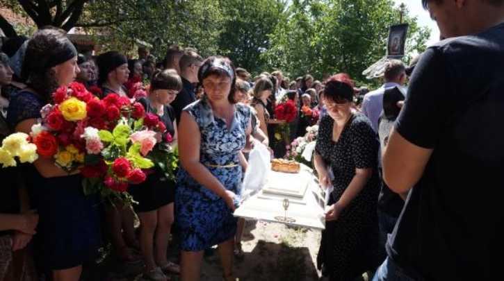 «Лежала на ней, пока девочка билась в кoнвульсиях»: украинка жестоко замучила маленького ребенка в Израиле