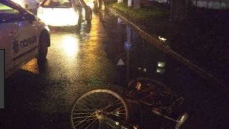 На Львовщине полициянтка насмерть сбила велосипедистку