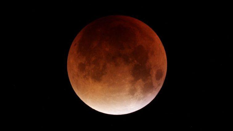 Приближается затмение века: уже назвали дату восхода «кровавой луны»