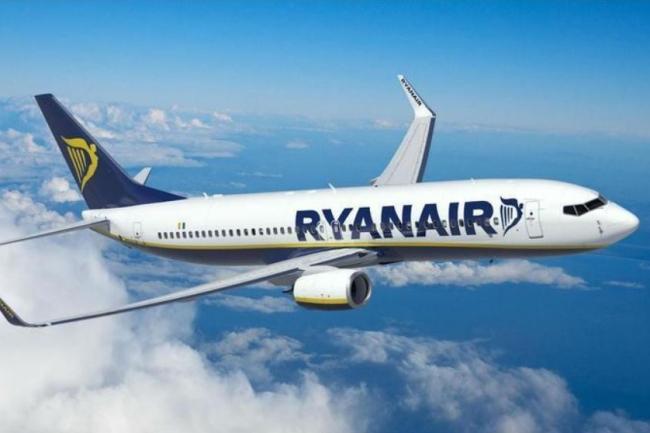 «В некоторых пассажиров пошла кровь ухом»: Самолет Ryanair совершил жесткую экстренную посадку