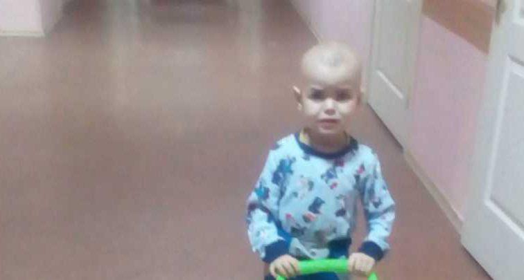 Обнаружили опухоль головного мозга: семья маленького Димы умоляет о помощи