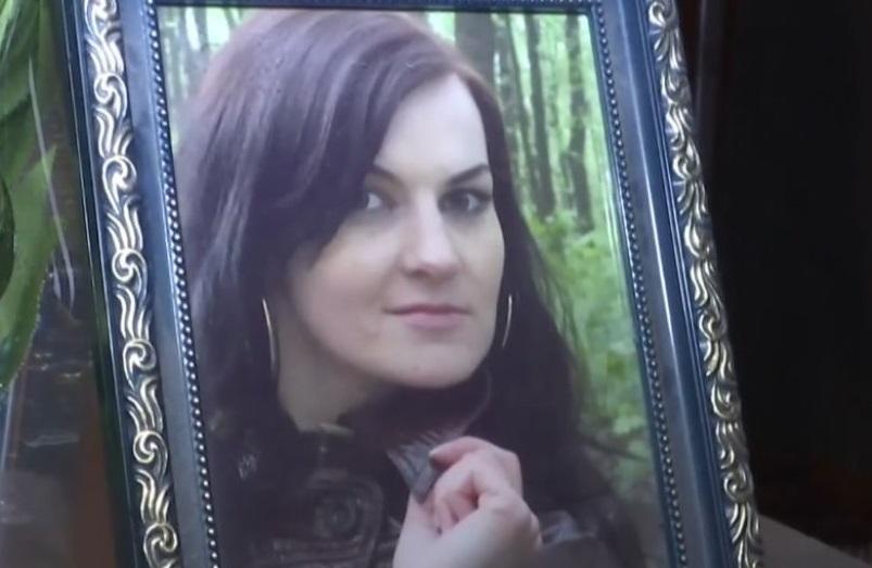 «Говорят, что семь ножевых ранений и перерезано горло»: В Бердичеве загадочно убили женщину, которая вышла выгулять собаку