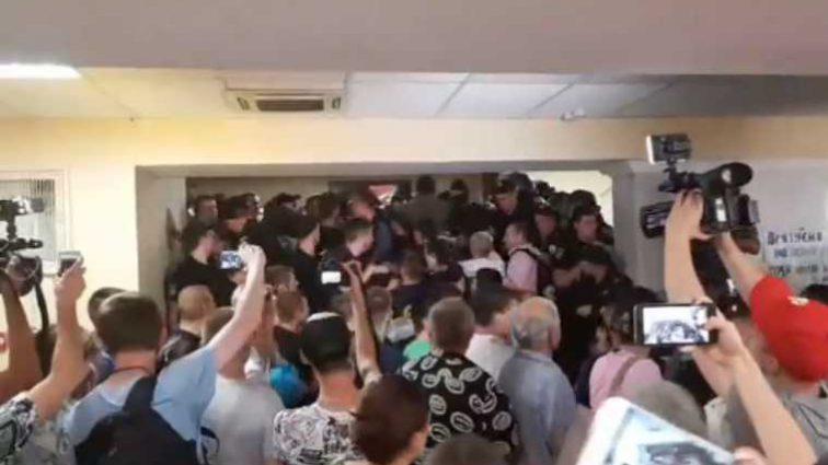 Митингующие штурмовали Киевсовет, все подробности и видео
