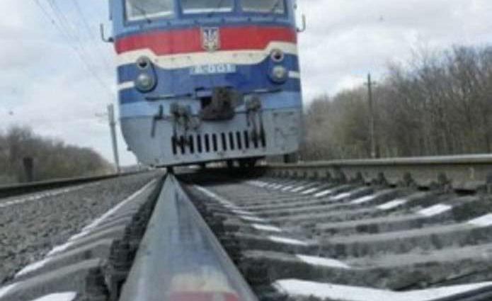 «Ехал в шлеме и на звуковые сигналы не реагировал»: Во Львовской области поезд сбил 10-летнего мотоциклиста