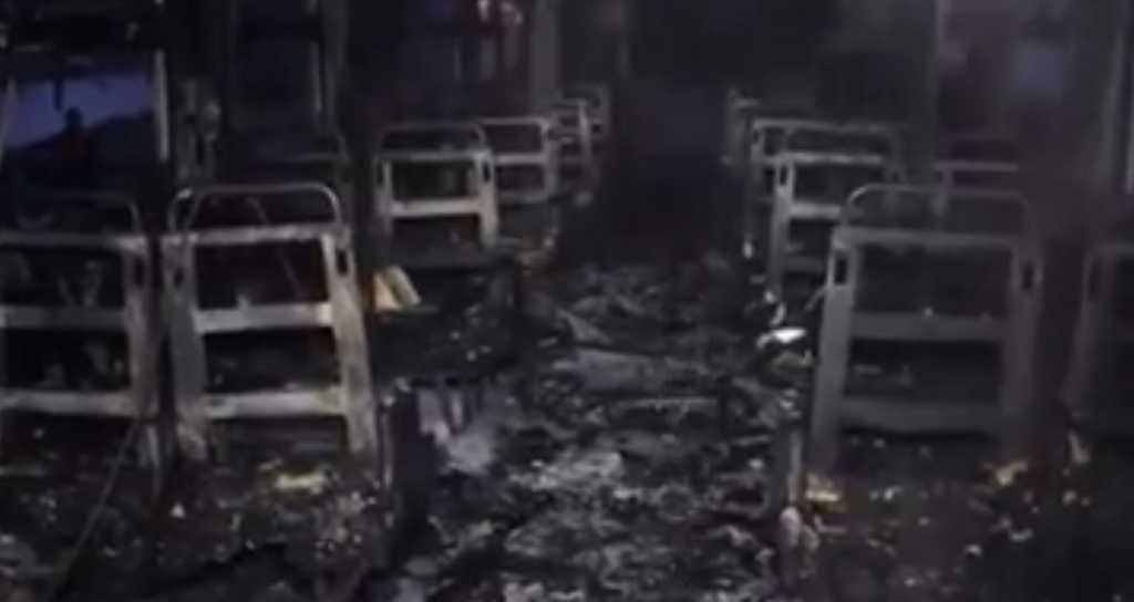 «Выпрыгивали из окон, выбегали из дверей …»: Появились страшные кадры сгоревшего поезда в Коломые