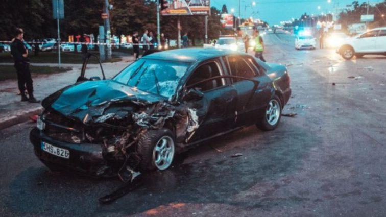Audi на скорости врезалась в KIA: семья с младенцем попала в больницу, подробности