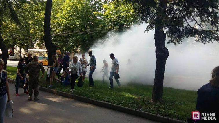 Пассажиры в панике выбегали из облака дыма: В Киеве на ходу загорелась маршрутка, набитая людьми