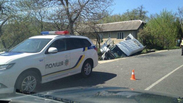 «Не справился с управлением»: На Львовщине перевернулся микроавтобус