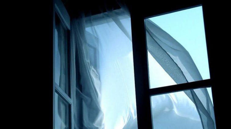 «После ссоры с бойфрендом»: В Днепре 13-летняя девушка выпрыгнула из окна восьмого этажа