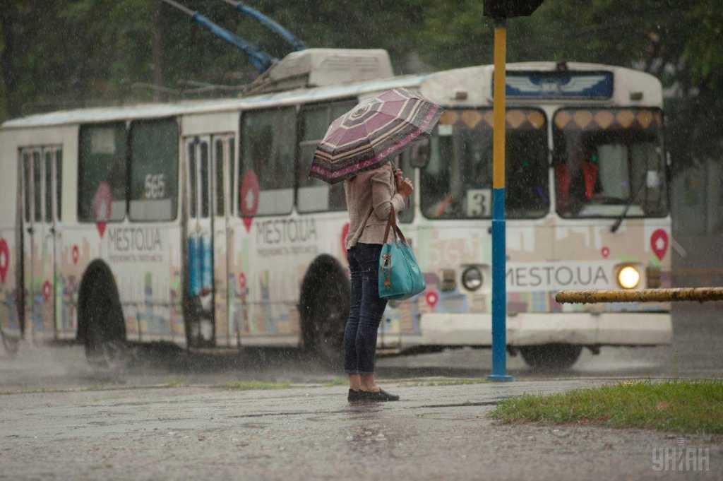Украину накроют дожди, местами с градом: что приготовили синоптики нам уже завтра