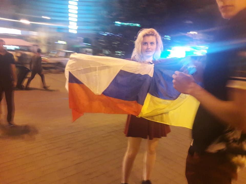 «Мы не разбираемся в политике»: Украинцы возмущены поведением молодежи в центре Киева