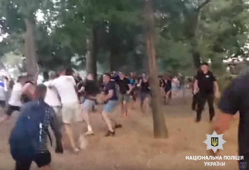 «Влетело даже копам»: Появились подробности массовой драки футбольных фанатов в Одессе