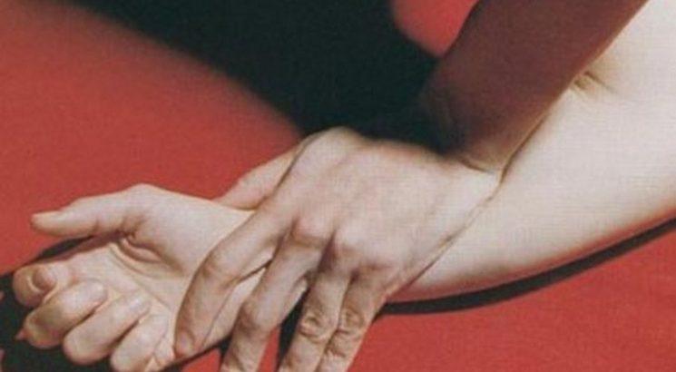 «Затащил ее в спальню и изнасиловал»: Женщина обвинила любовника в домогательствах, чтобы скрыть измену от мужа