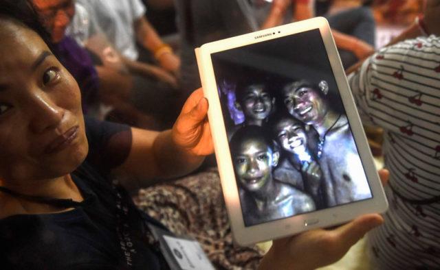 Мир замер в молитве: В Таиланде начинается спасательная операция по эвакуации детей, которые уже две недели заключены в пещере