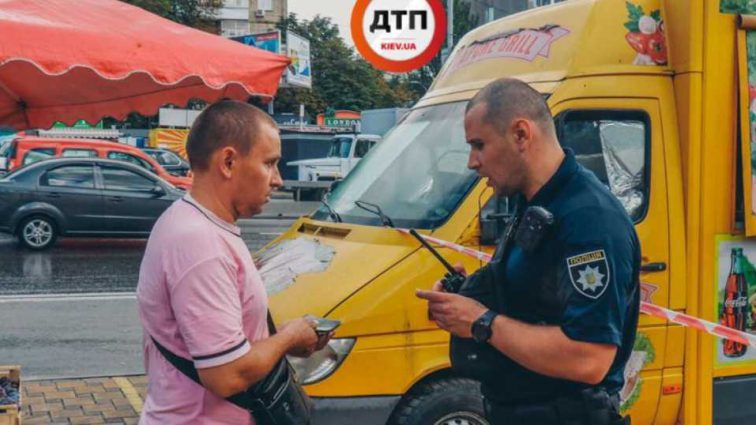 В Киеве продавец шаурмы пырнул ножом клиента