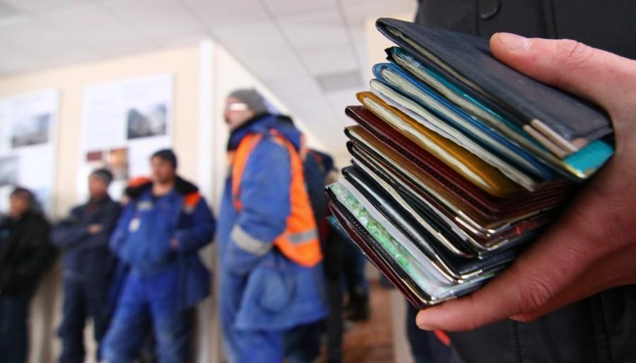 «Забрали документы и телефон, заставляли работать по 15 часов»: Как украинцы попадают в трудовое рабство