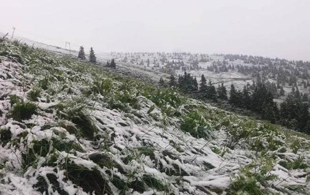 «Хотите в сказку» Двенадцать месяцев «?: Карпаты продолжает заметать снегом. Видео аномалии