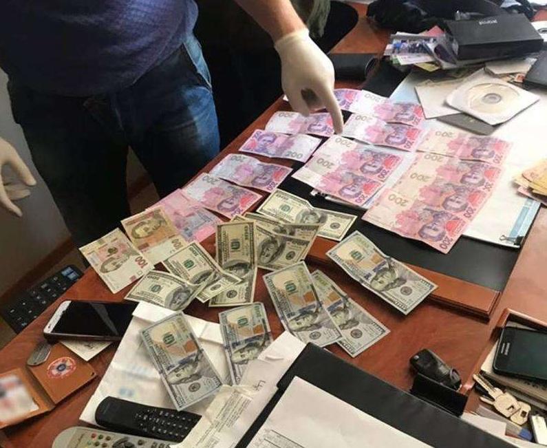 Решил «подзаработать» на подчиненном: В Черновцах на взятке попался подполковник