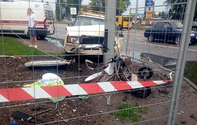 Мама от ужаса потеряла сознание: В Харькове водитель на скорости выехал на тротуар и сбил младенца на коляске