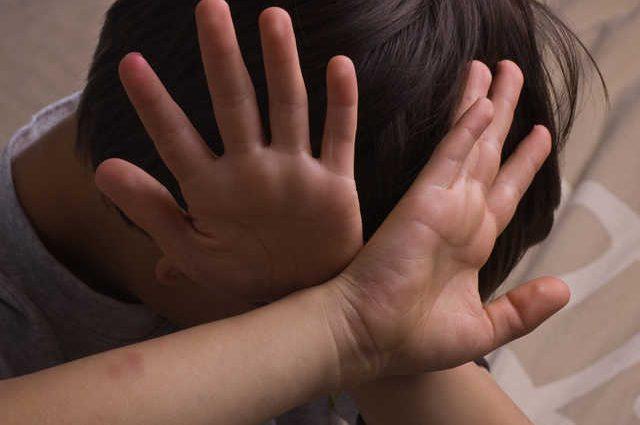 «От многочисленных травм и физического истощения»: Халатность директора соцслужбы довела до смерти 3-летнего ребенка