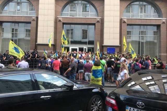 «Евробляхеры» под Радой: одному из активистов «светит» от 4 до 7 лет за попытку ударить депутата