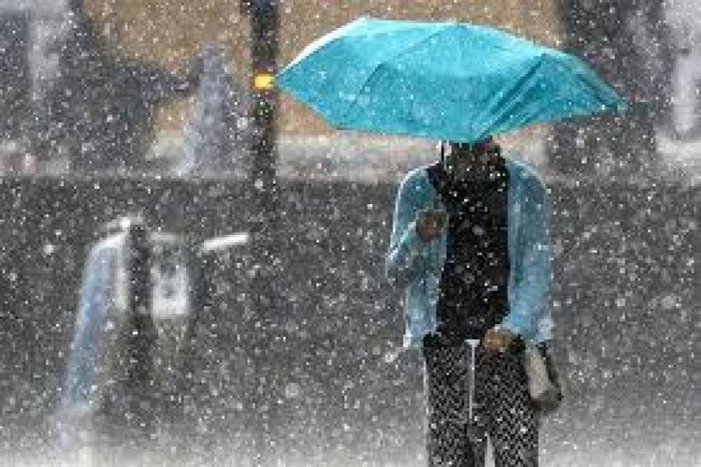 «Дожди с грозами, но…»: Синоптики рассказали, чего ожидать украинцам на выходных