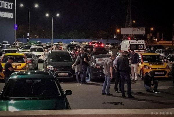 В одном из торговых центров неизвестный совершил массовою стрельбу, есть жертвы