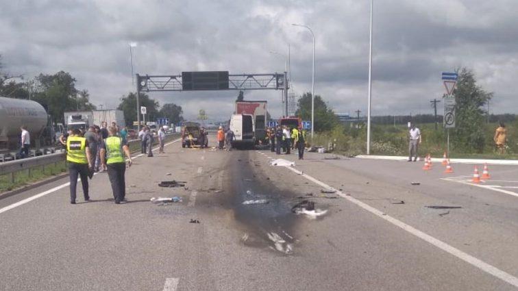 «Тела пассажиров достают из-под обломков»: Смертельное ДТП с пассажирским автобусом в Житомирской области унесло жизни 10 человек