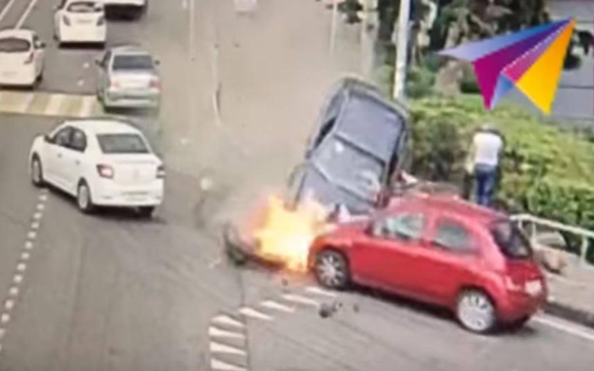 В Сочи авто на бешенной скорости влетел в толпу пешеходов. Кадры жуткой ДТП