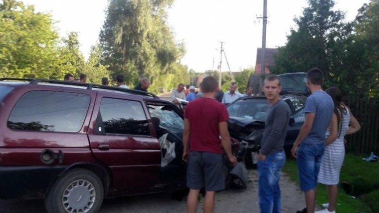 Прямо лоб в лоб: на Львовщине в результате жуткого ДТП пострадали шесть человек