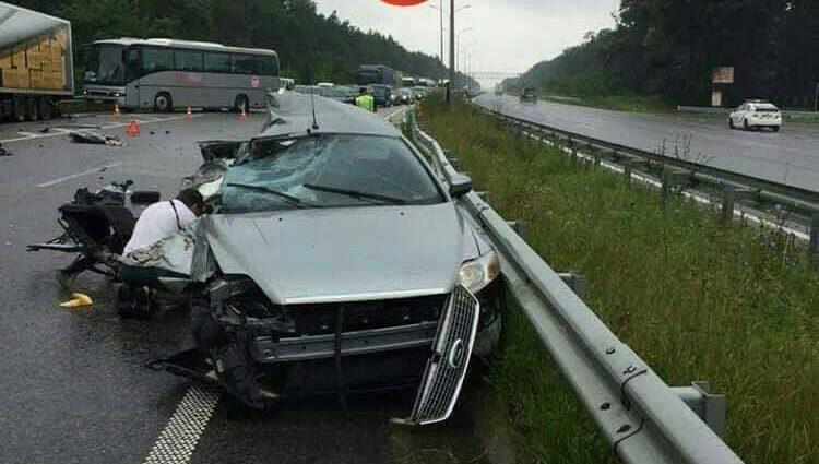 Смертельное ДТП вблизи Харькова: Легковой автомобиль на большой скорости врезался в фуру, погибла мать с дочерью
