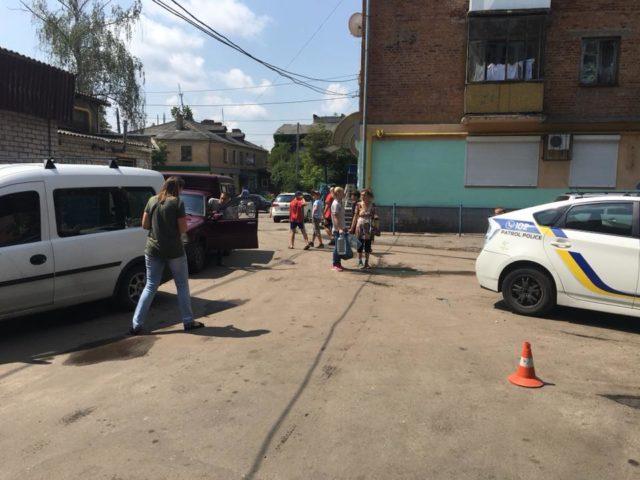 Одна пуля в нем, другая в авто: В Житомире на глазах у детей подстрелили участника АТО