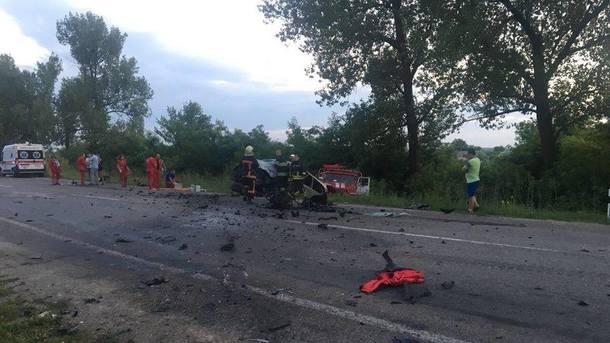 Смертельное ДТП в Киевской области: Легковушка на большой скорости врезался в автобус