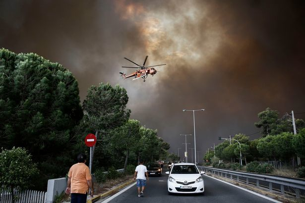 «Едва выбрались»: Нардеп от БПП попал в эпицентр пожара в Греции