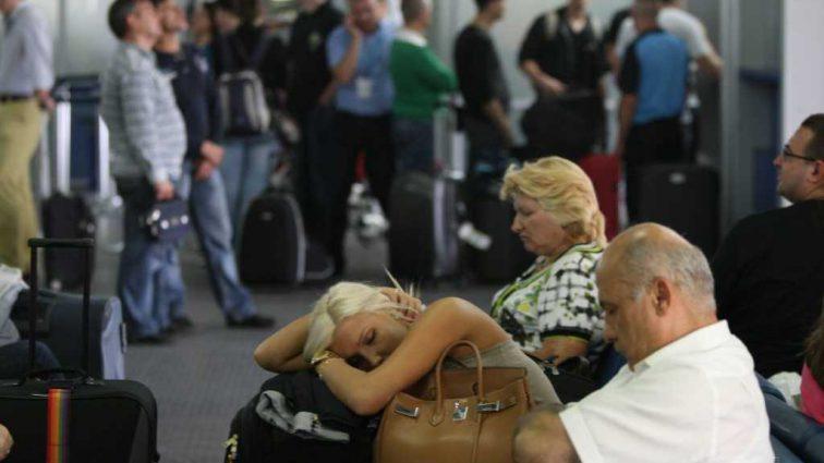 «Не ели, спали на полу и вызывали скорую»: Застрявшие в Тунисе украинцы рассказали ужасающие подробности