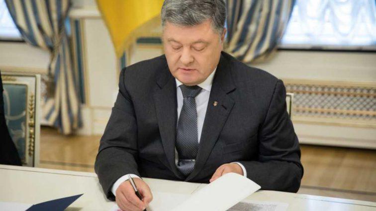 Порошенко подписал приказ об увольнении: Что известно о громкой отставке в аппарате Президента