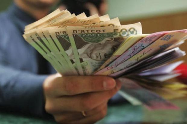 Очередной сюрприз от государства: украинцам запретят одновременно получать пенсию и зарплату