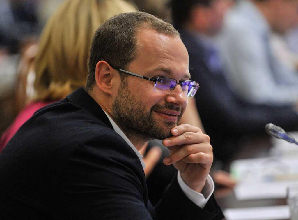 «Не будут пересекаться журналисты и депутаты — не будет конфликтов»: Пинзеник сделал громкое заявление, по поводу доступа СМИ к кулуарам Рады