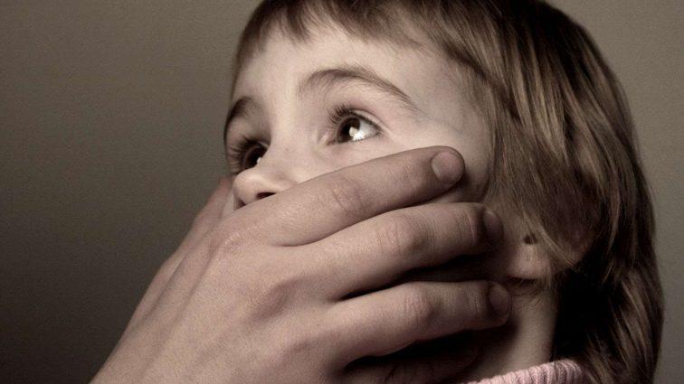 Пока жена спала: Отчим изнасиловал 9 летнюю падчерицу
