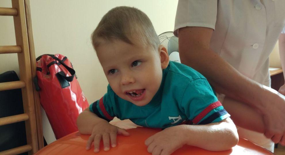 «Мне сказали, что он не переживет операцию»: Маленькому Мише срочно нужна помощь