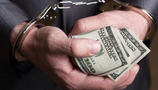 Полная коробка долларов: Луценко провел скандальное задержание,  на взятке поймали чиновницу Минюста и ее заместителя