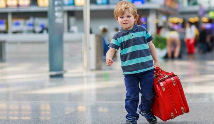Выезд за границу без разрешения родителей: Украинцам объяснили, как это будет работать