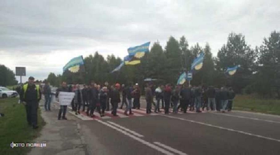 На Львовщине перекрыта международная трасса: Стало известно чего добиваются митингующие