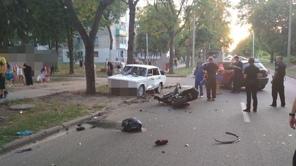 Жуткая ДТП в Харькове: Автомобиль на скорости столкнулся с двумя мотоциклистами, есть жертвы
